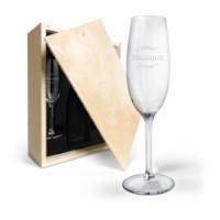 Champagneeske av tre med inngraverte champagneglass