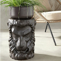 Pidestall Lion